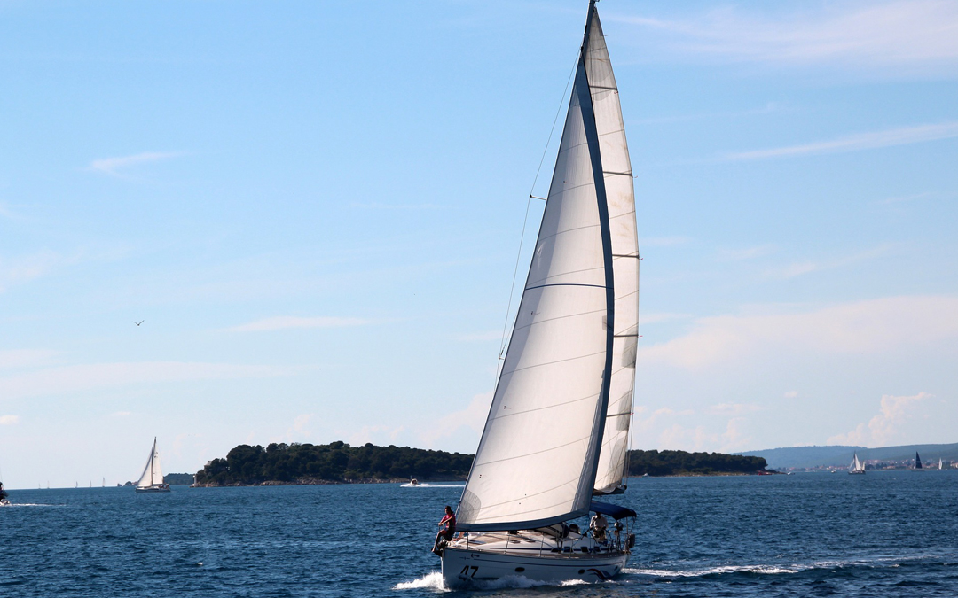 Por qué navegar en velero en España es una gran idea